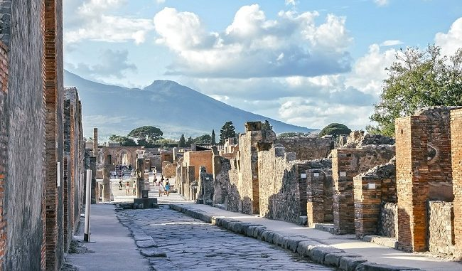 picture Treasure from ancient Pompeii show in Poland 2019